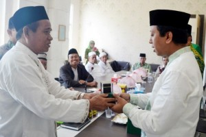 Ketum PPP Ingatkan Bahaya Narkoba di Masjid Raya Makassar