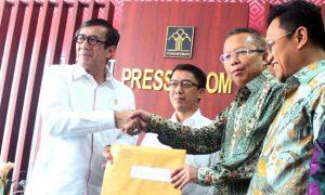Penyerahan SK Menkum HAM Kepada DPP PPP Hasil Muktamar VIII PPP