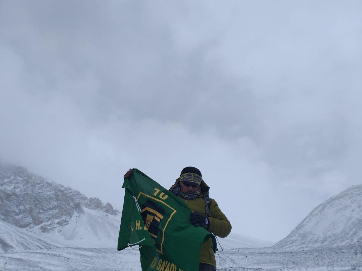 Bendera PPP Berkibar di Puncak Himalaya