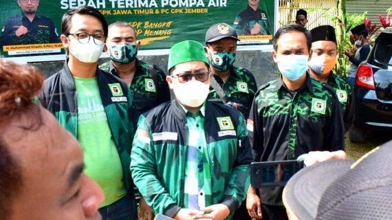Bagikan Pompa Air, GPK Jatim Canangkan Program GPK Peduli Petani di Tengah Pandemi