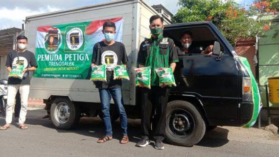 Pemuda Bantu Warga: Gerakan Pemuda Ka'bah Trenggalek Bagikan 500 Paket Beras